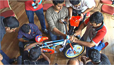 Team buildin activities Cochin, Bild a bike