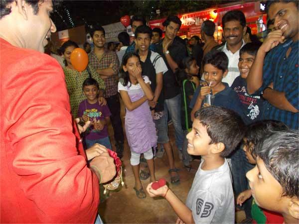 street magician in Cochin